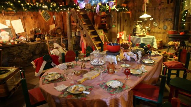 Chez les lutins dans la maison du Père Noël en Haute-Savoie