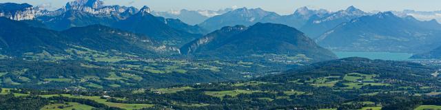 Vue sur le lac d'Annecy, route des Crêtes du Salève